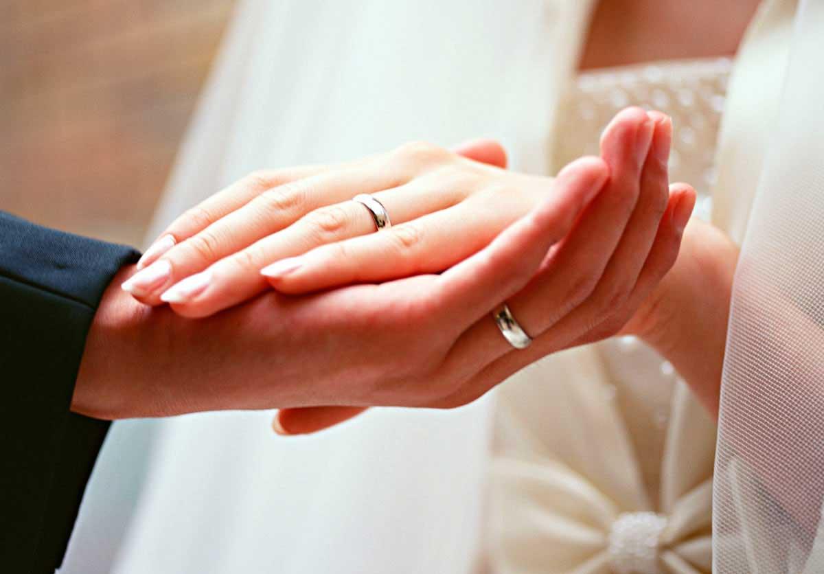 مفهوم انگشت چهارم برای انداختن انگشتر